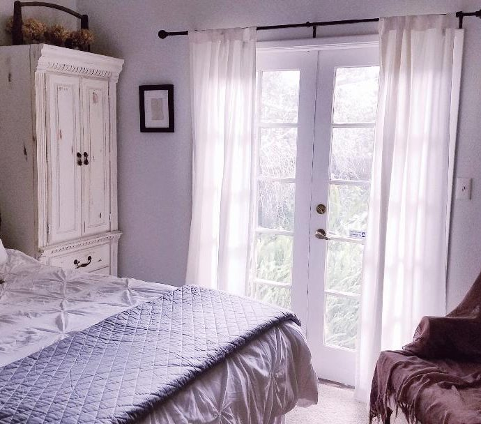 A SLEEPY SUMMER BEDROOM
