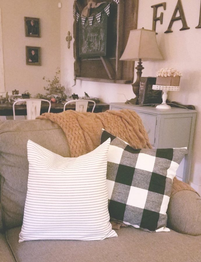 FARMHOUSE PILLOWS & A FALL MOVIE