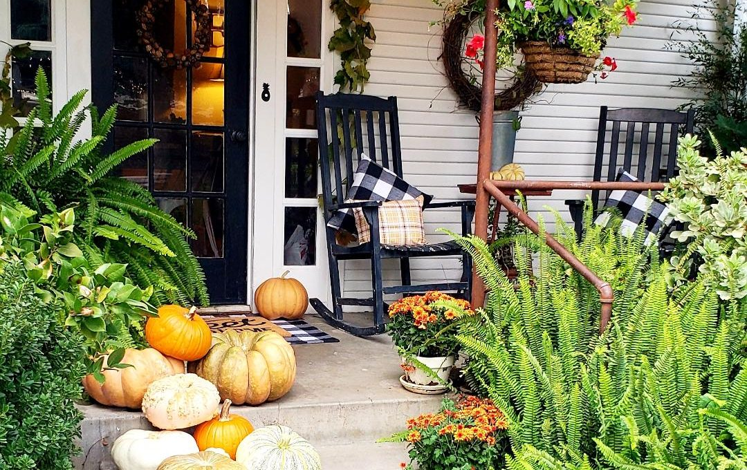 FALL FARMHOUSE FRONT PORCH & PUMPKIN MADNESS
