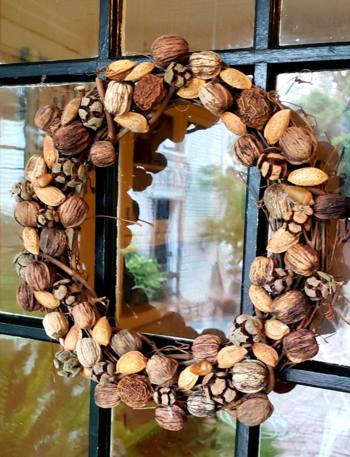 FARMHOUSE NATURAL NUT WREATH