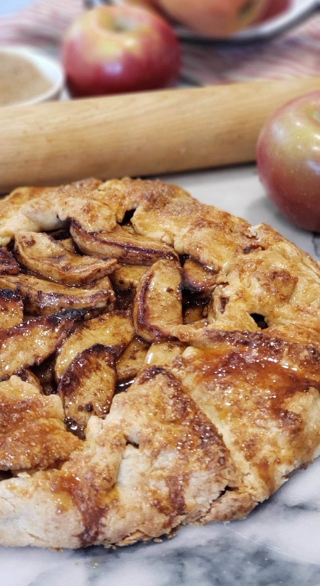 Apple Tart with rolling pin