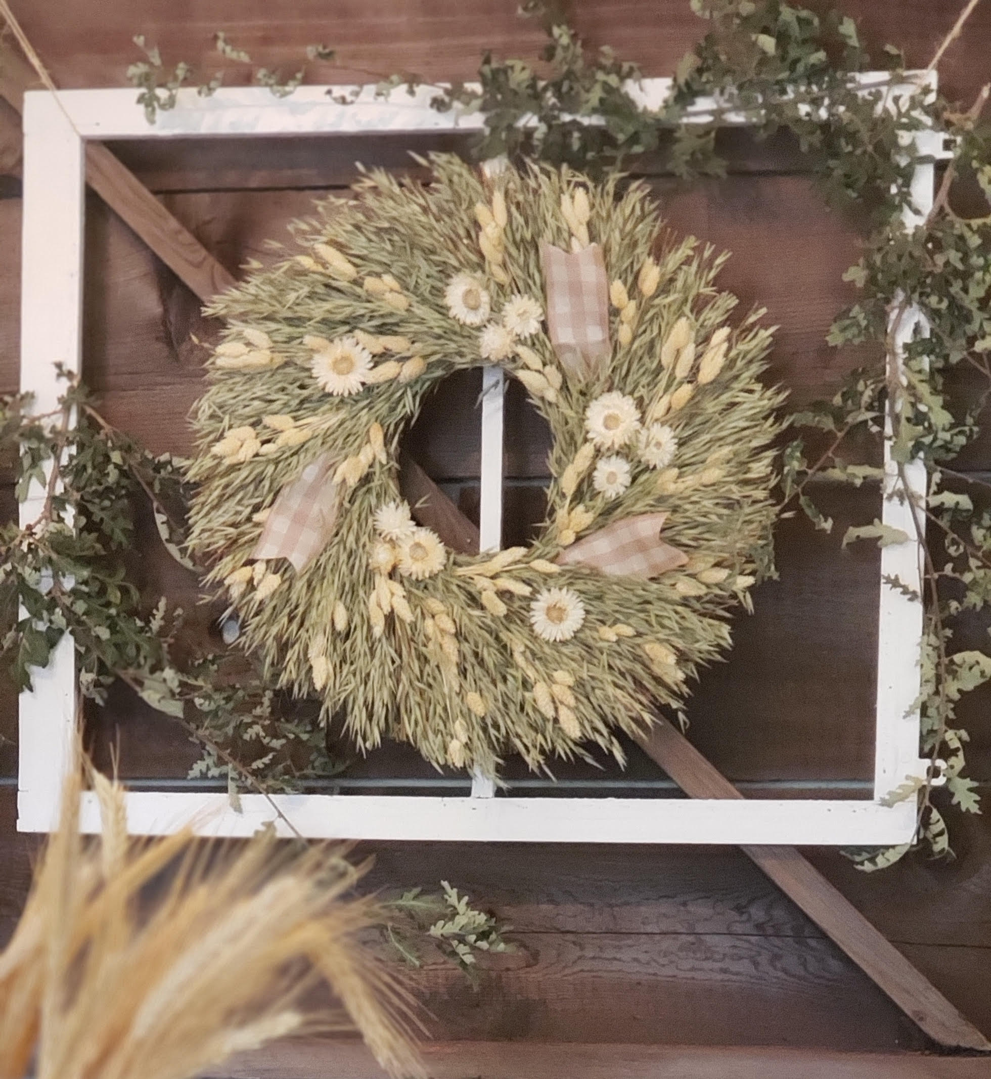 Sun kissed wreath above the table